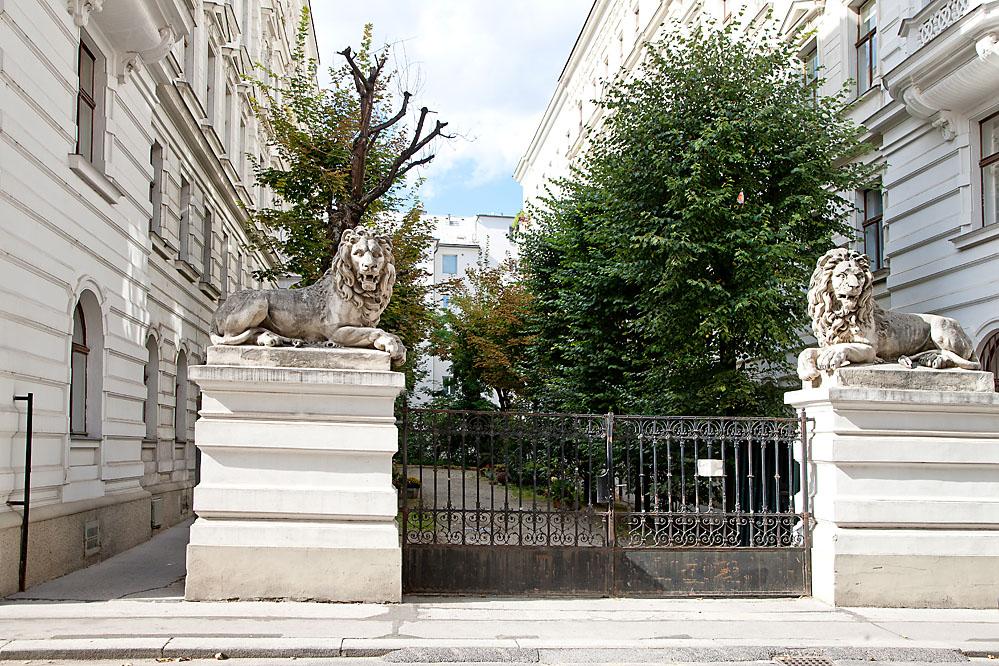 Doris Victoria Zeiller Eingang Belvederegasse 8 Stiege 3 Tür 16